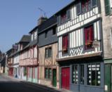 Histoire, patrimoine et personnages célèbres de Pont L'Evêque (Calvados)
